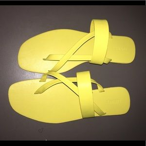 *NEVER WORN* yellow strappy sandals
